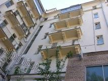 Еще одна фото трех балконных плит после аварийного ремонта. Наши альпинисты оштукатурили и покрасили балконы 8-ми этажного здания