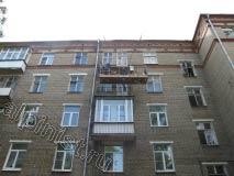 На данном объекте для ремонта балконных плит, которые начали сильно разрушаться, нами было принято решение, что целесообразнее будет использовать строительную люльку