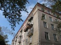 На фото наши специалисты оштукатуривают нижние и боковые части балконных плит,  для проведения фасадных работ на данном объекте мы использовали  строительные люльки