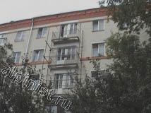 По данному стояку балконов наши специалисты установили секцию строительных лесов, в этой части фасада самые аварийные, разрушенные до основания балконные плиты.