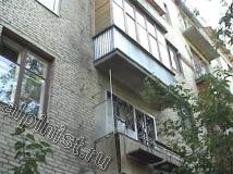 На данном фото показана одна из восстановленных балконных плит, для ремонта которых наши специалисты устанавливали строительные леса.