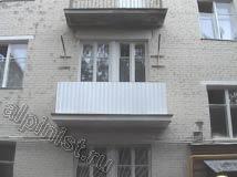 После проведения ремонтно-восстановительных работ на балконных плитах наши специалисты установили балконные ограждения из оцинкованного профлиста.