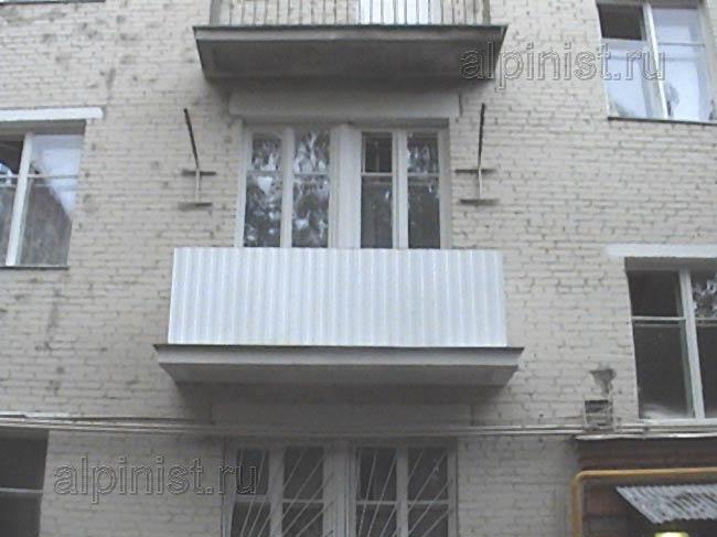 Наши специалисты установили балконные ограждения из окрашенн.