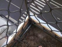Наши специалисты провели монтаж новых оцинкованных отливов по периметру выступающей части балконной плиты, и закрепили доски опалубки для стяжки.