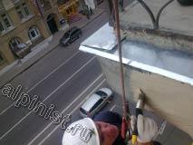 Еще одно преимущество смеси которую мы использовали для ремонта балконной плиты, в том что сохнет раствор очень быстро и является также шпаклевкой, и уже через 4 часа такую поверхность можно красить.