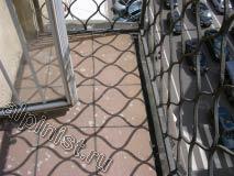 Это первый балкон, который мы ремонтируем, верхняя поверхность обеих балконных плит была облицована керамической плиткой и это видно на наших фотографиях.