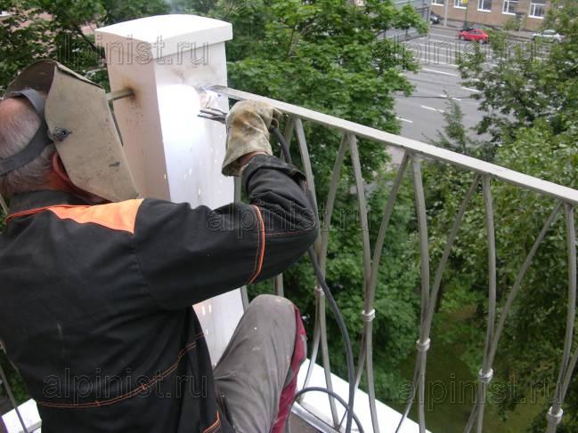 Ремонт столбов, металлических ограждений и стяжки на 2-х бал.