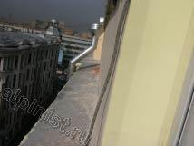 На здании по ул. Спиридоновка надстраивался мансардный этаж, наши альпинисты штукатурили, шпаклевали, грунтовали и красили кирпичную кладку снаружи.