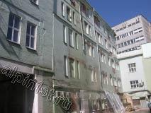 Специализация нашей организации ремонт фасадов. На фотографии показано здание, где мы будем проводить фасадные работы, используя для подъема строительную люльку.