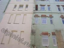 Наши специалисты ту часть фасада которую можно было охватить с люльки зачистили, отремонтировали откосы, расшили и оштукатурили трещины и сколы на поверхности фасада, и зашпаклевали.