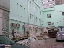 Для проведения фасадных работ строительная люлька нам больше не понадобится, первый этаж наши специалисты будут ремонтировать, применяя небольшую туру.