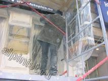 Ремонт фасада мы проводили поэтапно, сначала штукатурили часть фасада, и пока сохла штукатурка, шпаклевали другие части фасада.