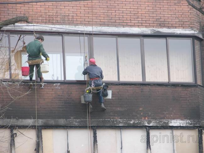 методом промышленного альпинизма мы очищаем фасад