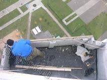 В данное время, специалист нашей компании подбирает доску обрешетки крыши  необходимого размера для крепления ее к внешней части балкона