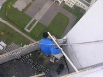 В настоящий момент, мы закрепили доски обрешетки кровли к стене и на внешнюю сторону балкона, сейчас необходимо подготовить доски для крепления направляющих досок обрешетки крыши